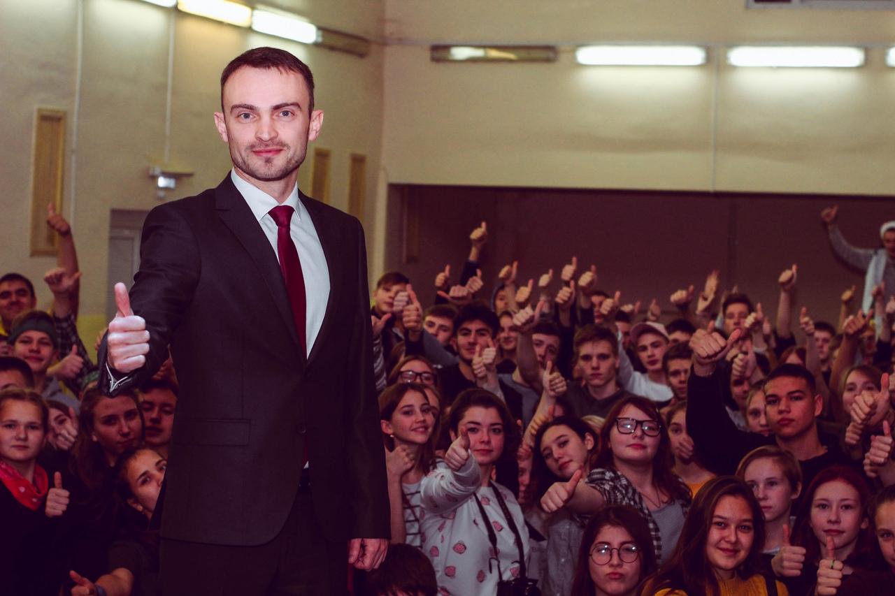 Станислав Бессонов встретился с участниками смены «Город молодых»
